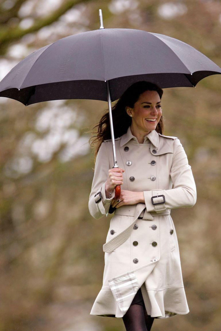 elle-25-kate-middleton-trench-coat