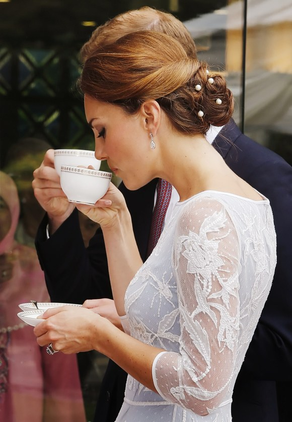 how-to-drink-tea-like-a-royal